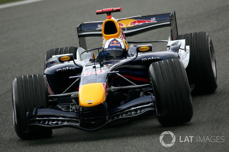 2006 : Red Bull RB2, motor Ferrari
