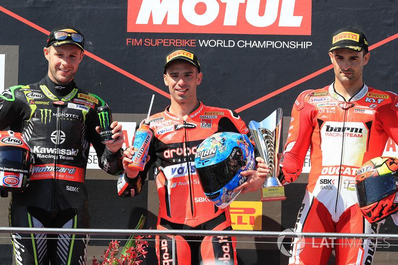Podium: pemenang balapan Marco Melandri, Aruba.it Racing-Ducati SBK Team, finis kedua Jonathan Rea, Kawasaki Racing, finis ketiga Xavi Fores, Barni Racing Team