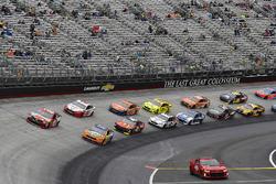 Kyle Busch, Joe Gibbs Racing, Toyota Camry Skittles and Ricky Stenhouse Jr., Roush Fenway Racing, Ford Fusion SunnyD