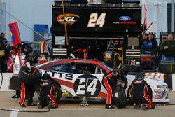 Kaz Grala, JGL Racing, Ford Mustang NETTTS pit stop
