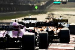 Stoffel Vandoorne, McLaren MCL33 Renault, Esteban Ocon, Force India VJM11 Mercedes