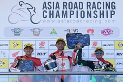 Podium AP250: Mario Suryo Aji, Rheza Danica, Astra Honda Racing Team dan AM Fadly, Manual Tech KYT Kawasaki Racing