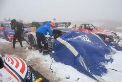 La #94 Volkswagen I.D. R Pikes Peak couverte pendant les chutes de neige