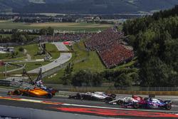 Stoffel Vandoorne, McLaren MCL33 with broken front wing