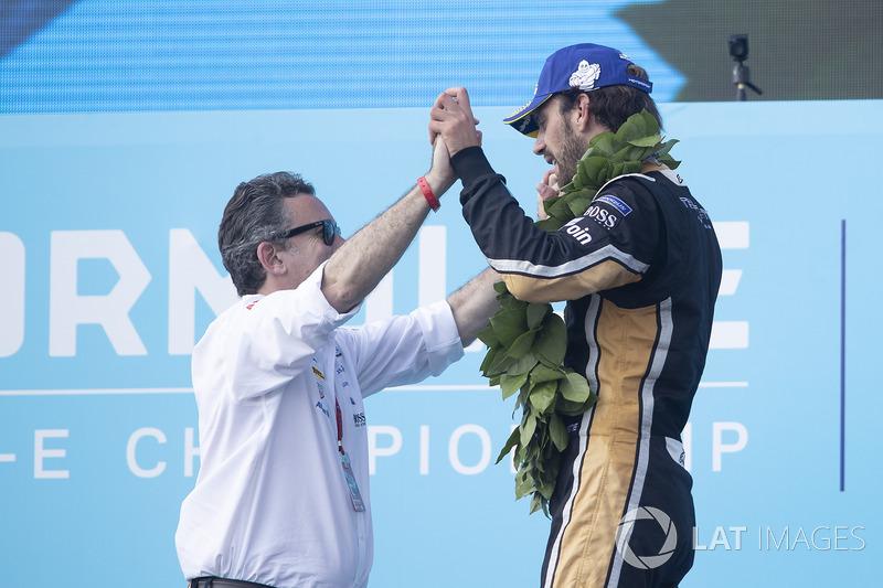 Alejandro Agag, PDG de la Formule E, et Jean-Eric Vergne, Techeetah. sur le podium