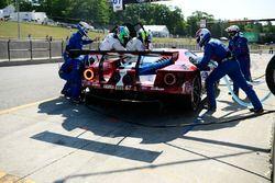 #67 Chip Ganassi Racing Ford GT, GTLM: Ryan Briscoe, Richard Westbrook pit stop.