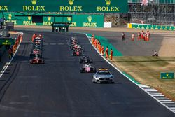 The safety car leads Maximilian Gunther, BWT Arden and the rest of the field to start the race