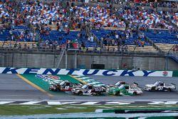 Noah Gragson, Kyle Busch Motorsports, Toyota Tundra Safelite AutoGlass and Todd Gilliland, Kyle Busch Motorsports, Toyota Tundra Mobil 1 green flag start