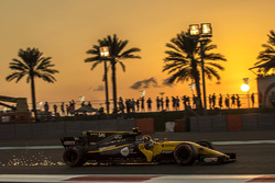 Carlos Sainz Jr., Renault Sport F1 Team RS17 sparks