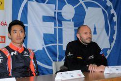 Chewon Lim und Sébastien Carron im Pressekonferenz