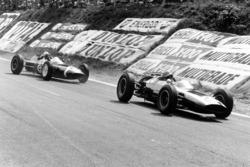Тони Мэггс, Cooper T60 Climax, и Морис Трентиньян, Lotus 24 Climax