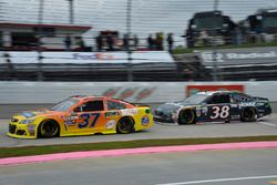 Крис Бушер, JTG Daugherty Racing Chevrolet и Дэвид Рейган, Front Row Motorsports Ford