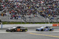 Martin Truex Jr., Furniture Row Racing Toyota, Chase Elliott, Hendrick Motorsports Chevrolet