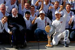 Frank Williams, Williams Team Owner and the team celebrate third place for Valtteri Bottas, Williams