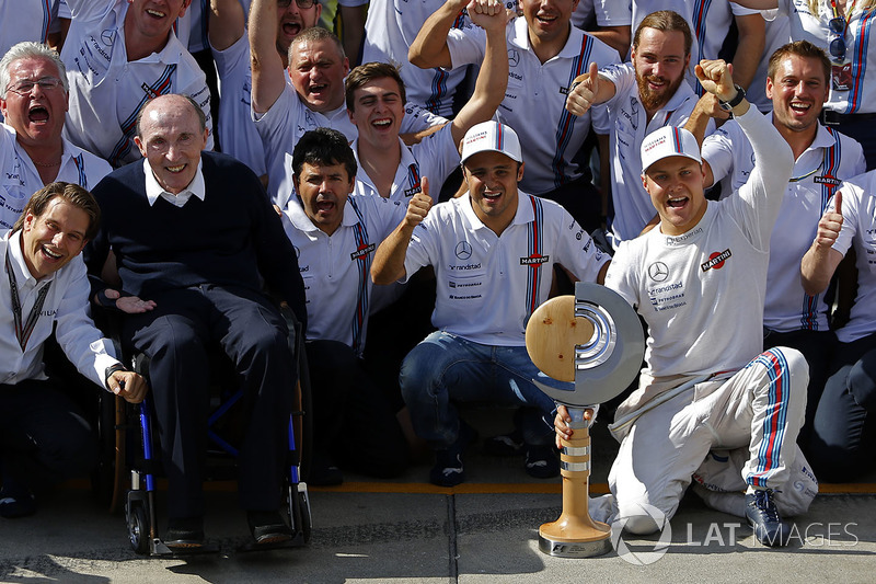 Frank Williams, dueño del equipo Williams y el equipo celebran tercer lugar de Valtteri Bottas, Williams y cuarto puesto para Felipe Massa, Williams