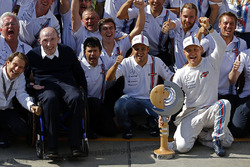 Frank Williams, propriétaire de Williams, fête les troisième et quatrième places de Valtteri Bottas, Williams et Felipe Massa, Williams