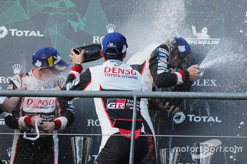 Podium: race winners #8 Toyota Gazoo Racing Toyota TS050: Sébastien Buemi, Kazuki Nakajima, Fernando Alonso, celebrate with champagne