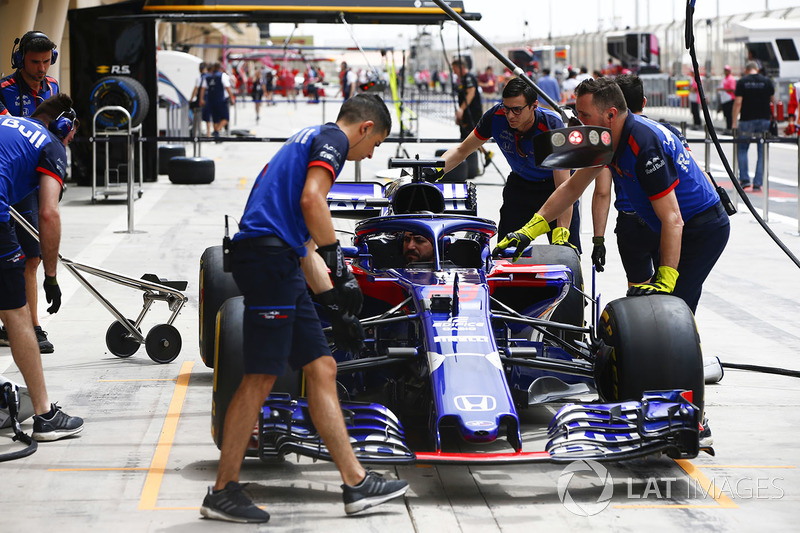 Car of Brendon Hartley, Toro Rosso STR13 Honda, during a pit stop practice
