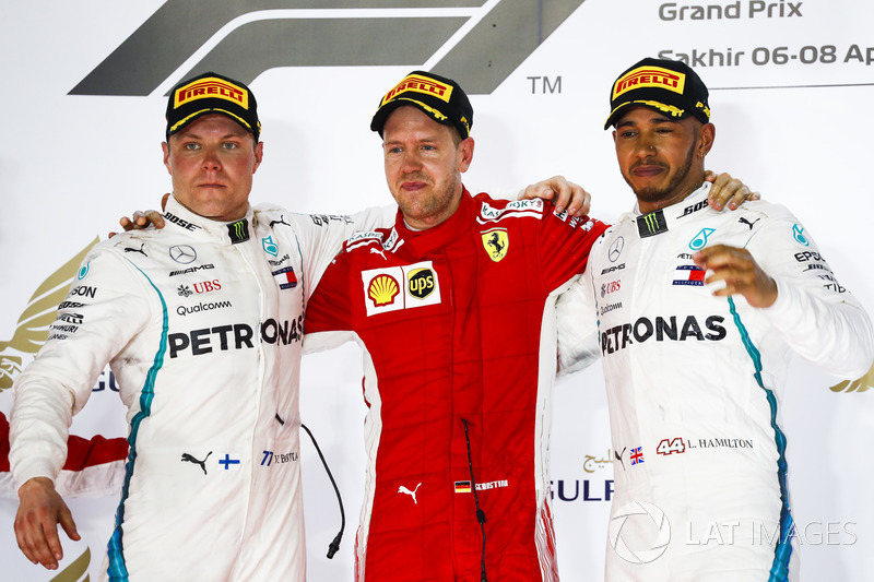 Valtteri Bottas, Mercedes AMG F1, 2° classificato, Sebastian Vettel, Ferrari, 1° classifcato, e Lewis Hamilton, Mercedes AMG F1, 3° classificato, sul podio