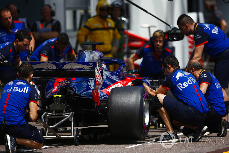 Brendon Hartley, Toro Rosso STR13, en pits