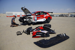 Car of Daniel Lloyd, Lukoil Craft-Bamboo Racing, SEAT León TCR being fixed