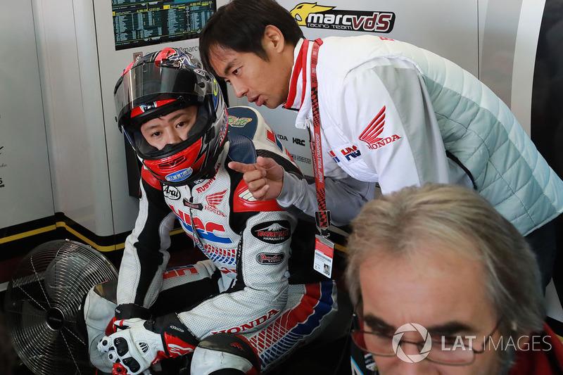 Шеф-механик Жиль Биго, Хироши Аояма и Такуми Такахаши, Estrella Galicia 0,0 Marc VDS