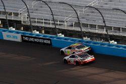 Matt Kenseth, Joe Gibbs Racing Toyota dépasse Chase Elliott, Hendrick Motorsports Chevrolet pour la victoire