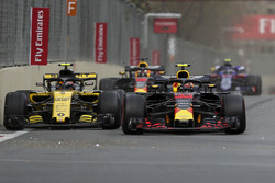 Carlos Sainz Jr., Renault Sport F1 Team R.S. 18 ve Max Verstappen, Red Bull Racing RB14