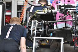 Un frein avant et un moyeu de roue avant de la Force India VJM11