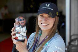 Een Mercedes-fan met een Lewis Hamilton-matroesjka