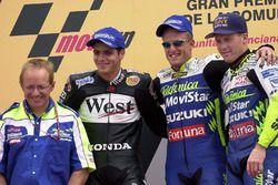 Podio: il vincitore della gara Sete Gibernau, il secondo classificato Alex Barros, il terzo classificato Kenny Roberts Jr.