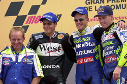Podium : le vainqueur Sete Gibernau, le deuxième Alex Barros, le troisième Kenny Roberts Jr.