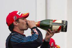 Podium: racewinnaar Mark Webber, Red Bull Racing