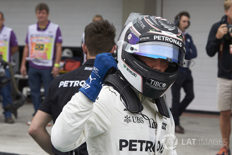 Pole: Valtteri Bottas, Mercedes AMG F1, Parc Ferme