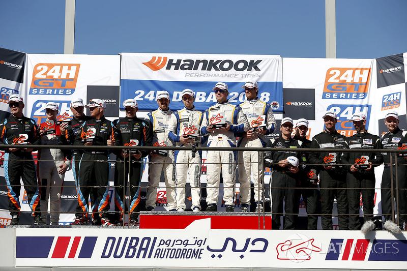 Podium A6-AM: Winnaars #16 SPS automotive performance Mercedes-AMG GT3: Valentin Pierburg, Tim Mülle