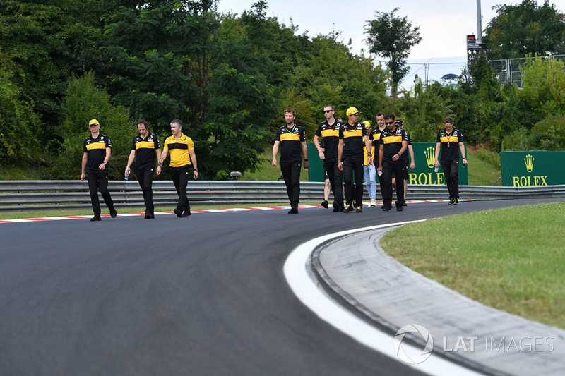 Renault Sport F1 Team, cammina lungo il circuito