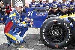 Ganador de la pole Alexander Rossi, Andretti Autosport Honda