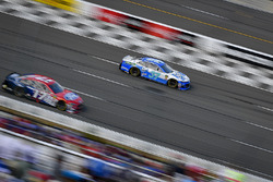 Chris Buescher, JTG Daugherty Racing, Chevrolet Camaro Kleenex Wet Wipes, Ricky Stenhouse Jr., Roush Fenway Racing, Ford Fusion Ford
