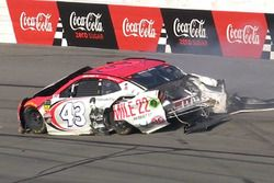 Darrell Wallace Jr., Richard Petty Motorsports, Chevrolet Camaro Mile 22, crash