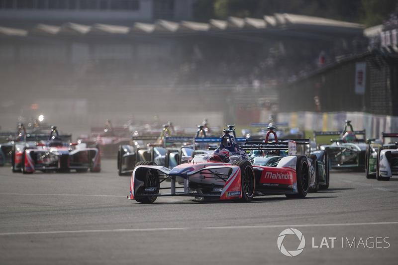 Felix Rosenqvist, Mahindra Racing, en la arrancada