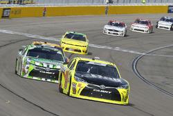 Brandon Jones, Joe Gibbs Racing, Toyota Camry Menards e Kyle Busch, Joe Gibbs Racing, Toyota Camry Interstate Batteries