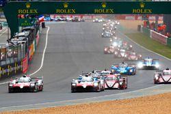 Arrancada: #8 Toyota Gazoo Racing Toyota TS050: Sébastien Buemi, Kazuki Nakajima, Fernando Alonso