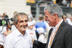 Alain Prost met Chase Carey, voorzitter F1