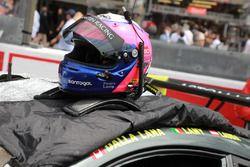 Шлем гонщика Aston Martin Racing Педро Лами