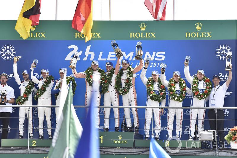 А в GTE Pro гонку до победы довели Михаэль Кристенсен, Кевин Эстре и Лоренс Вантхор из Porsche