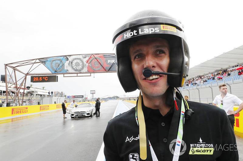 Гран При Франции: велогонщик команды Michelton-Scott Саймон Йейтс
