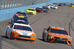 Daniel Suarez, Joe Gibbs Racing, Toyota Camry ARRIS e Ryan Blaney, Team Penske, Ford Fusion Devilbiss