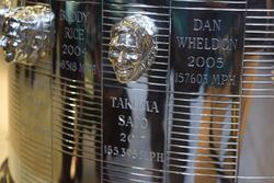 Рельефное изображение Такумы Сато на трофее