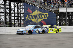 Kevin Harvick, Stewart-Haas Racing, Ford Fusion Busch Beer e Ryan Blaney, Team Penske, Ford Fusion Menards/Duracell