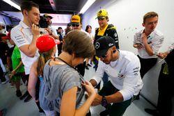 Льюис Хэмилтон, Mercedes AMG F1, Карлос Сайнс, Renault Sport F1 Team, Фернандо Алонсо и Стоффель Вандорн, McLaren
